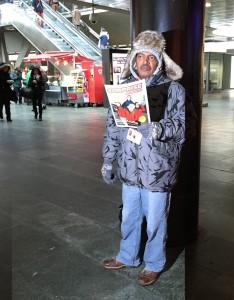 Er verkauft Surprise im Bahnhof Luzern: Hadush Abayu, photo taken by ces