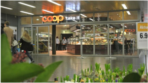 """Das Coop """"Take it"""" wird einer Vitality-Apotheke weichen, photo taken by ces"""